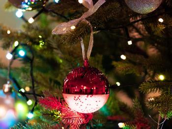 Spralla LED-Juletræskugle med Højttalere